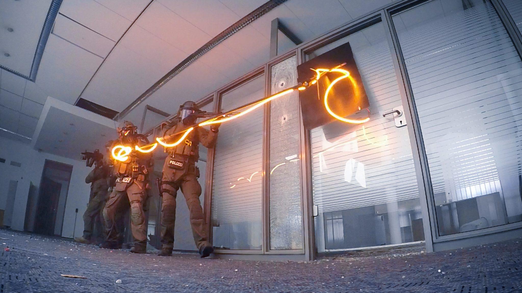 MG Action, MG Forces, Special Forces für Film, SEK Film, GSG9 Film, Polizei Film, Zugriffssprengungen, Explosive breaching, Breaching pole, Tür Aufsprengung